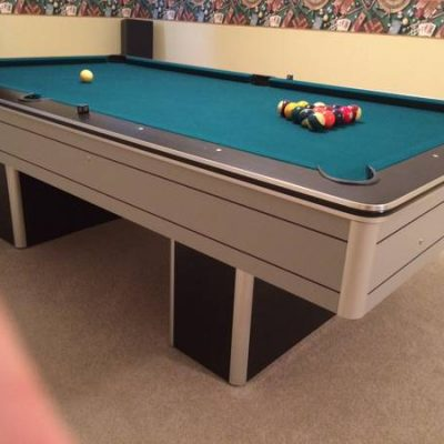 Pool Table 8ft with Cues & Rack