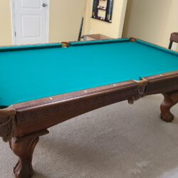 Beautiful American Heritage 8 ft Slate Pool table with Accessories